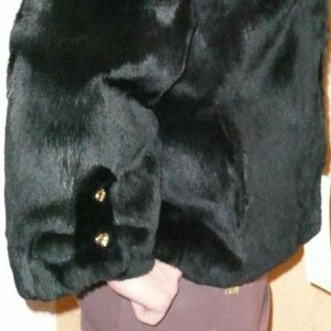Продаю новую легкую шубку из бархатного кролика-рекс.