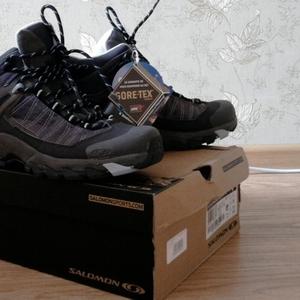 Продаются универсальные женские туристические ботинки Salomon