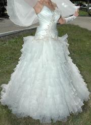 Продаю очень красивое свадебное платье на бретельках
